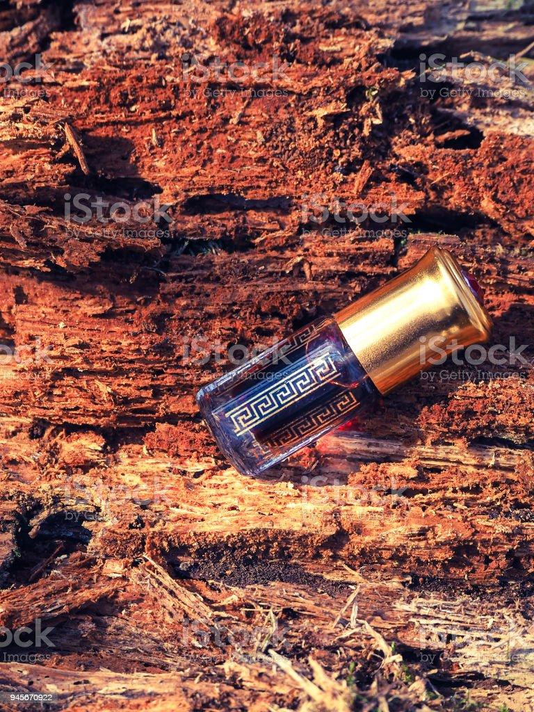 Arabian oud attar parfum ou bois d'agar huile parfums dans des mini bouteilles. - Photo