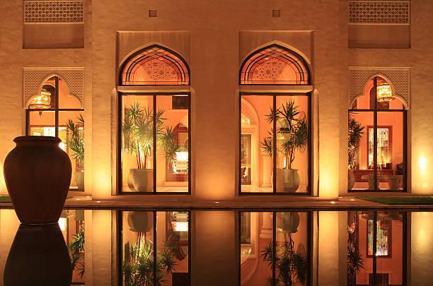arabischen stil resort - pictafolio stock-fotos und bilder