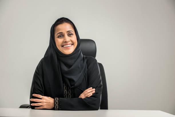 阿拉伯婦女孤立的背景 - emirati woman 個照片及圖片檔