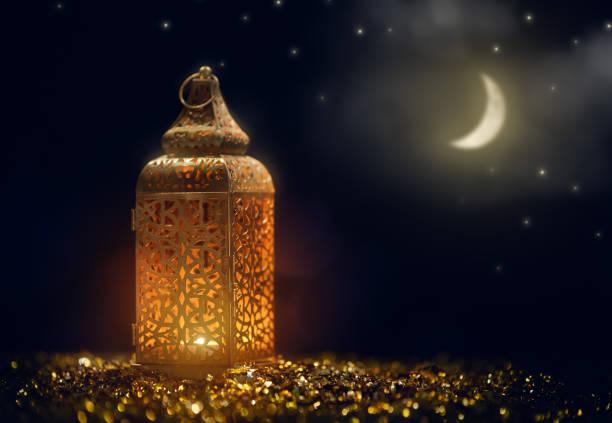 arabische lantaarn met brandende kaars - ramadan stockfoto's en -beelden