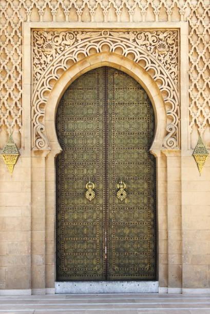 arabiska orientalisk stil dörren i rabat - rabat marocko bildbanksfoton och bilder