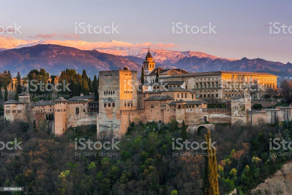 Arabischer Palast Alhambra in Granada,Spanien - Lizenzfrei Abenddämmerung Stock-Foto