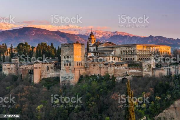 Arabischer Palast Alhambra In Granadaspanien Stockfoto und mehr Bilder von Abenddämmerung