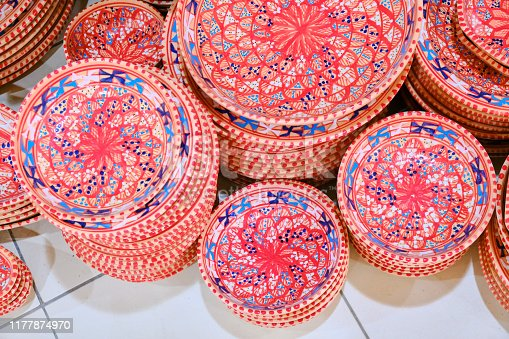 Arabic plates with national drawings in the bazaar shop.