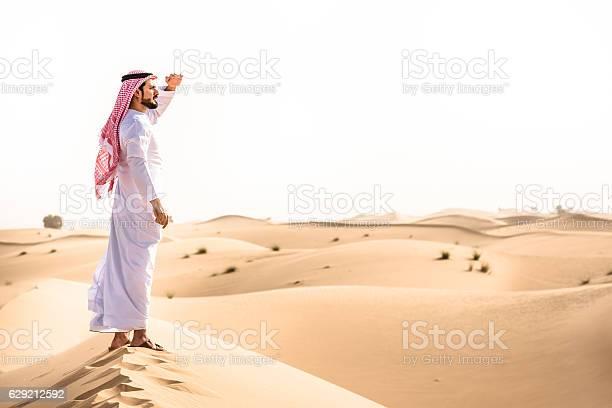 Arabic sheik on the desert look forward picture id629212592?b=1&k=6&m=629212592&s=612x612&h=1fsxxgyyg0arrjabrvwhxmoxlca69zflesc0n drwik=