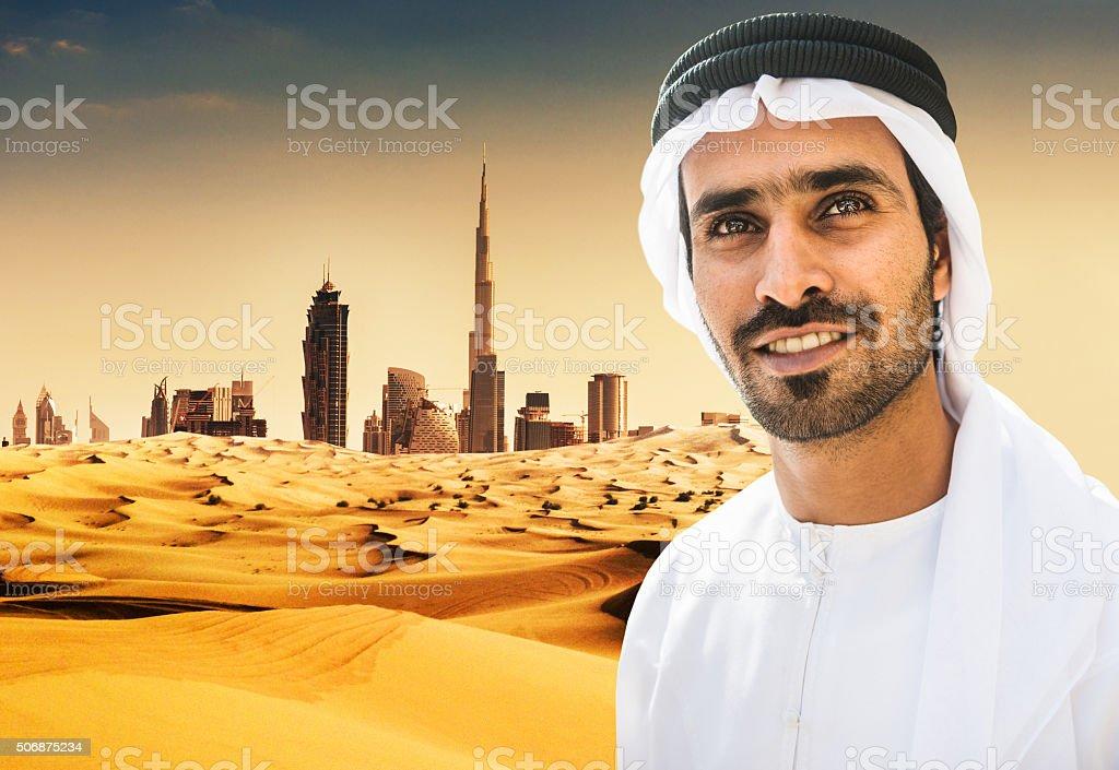 Árabe Sheik Retrato En El Desierto De Dubai Stock Foto e Imagen de ...