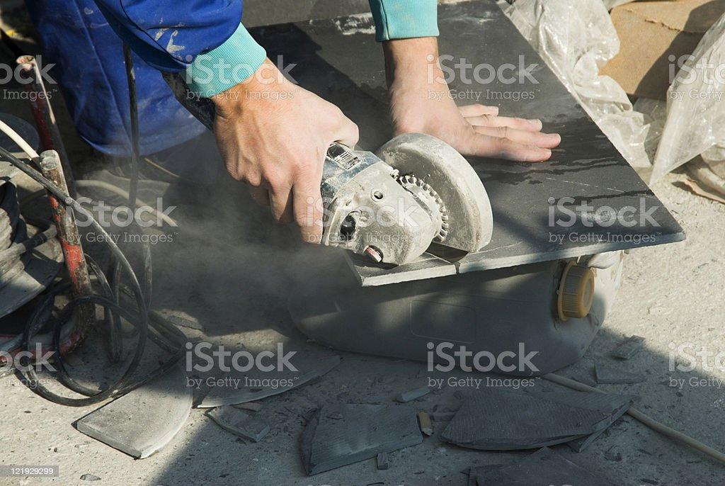 Arbeiterhände mit Trennscheibe stock photo