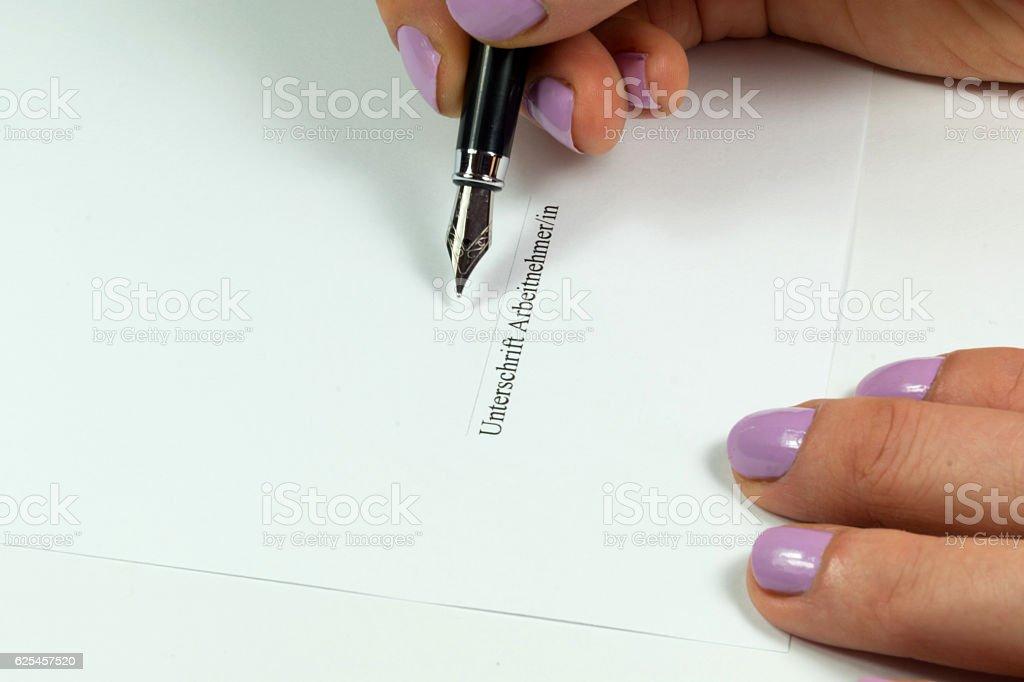 Arbeitsvertrag und ein Füllfederhalter stock photo