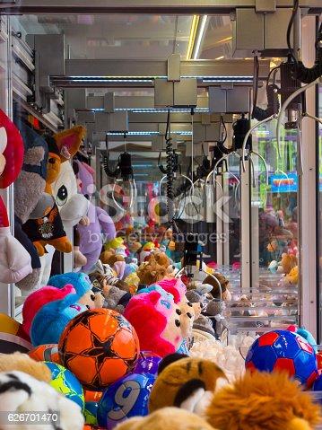 istock Arcade claw 626701470