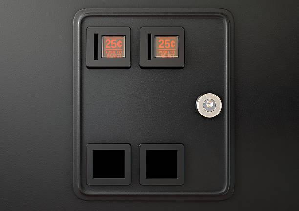 arcade machine coin slot panel - inserindo - fotografias e filmes do acervo