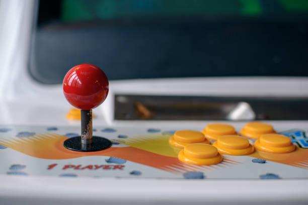 arcade-maschine joystick und taste - arkade stock-fotos und bilder