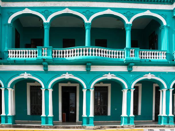 Arkaden von einem neoklassischen Gebäude in Santa Clara (Kuba) – Foto