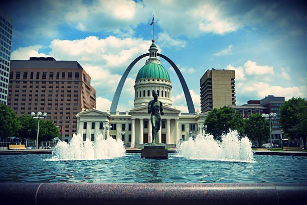 Arch und Gerichtsgebäude in St. Louis, Missouri – Foto