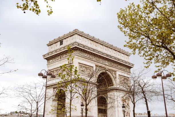 arch du triomphe in paris stock photo
