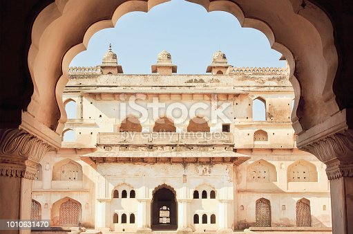 istock Arch in indian palace. Example of classical architecture of India. Towers of historical structure, walls and balconies built in old times 1010631470