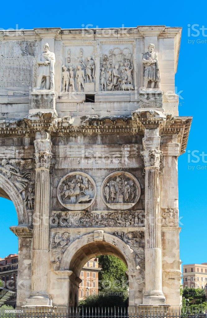 Arch of Constantine Close-up and Blue Sky, Rome, Italy. - foto de acervo