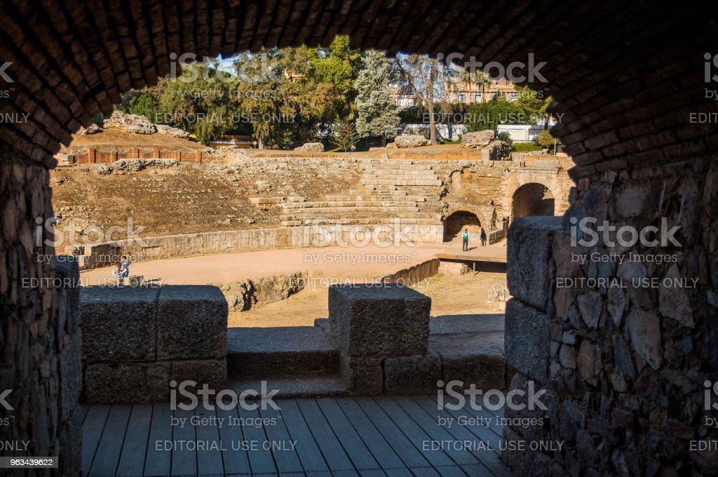 Arch of the Roman Amphitheater of Merida - Zbiór zdjęć royalty-free (Amfiteatr)