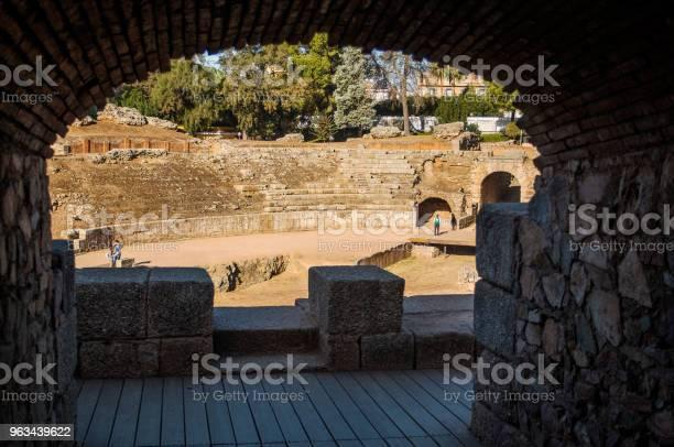 Łuk Rzymskiego Amfiteatru Merida - zdjęcia stockowe i więcej obrazów Amfiteatr