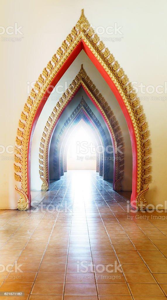 Arch pathway in pagoda photo libre de droits