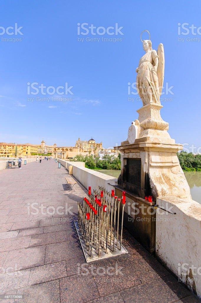 Arcángel Raphael estatua en el puente en Córdoba, España - - foto de stock