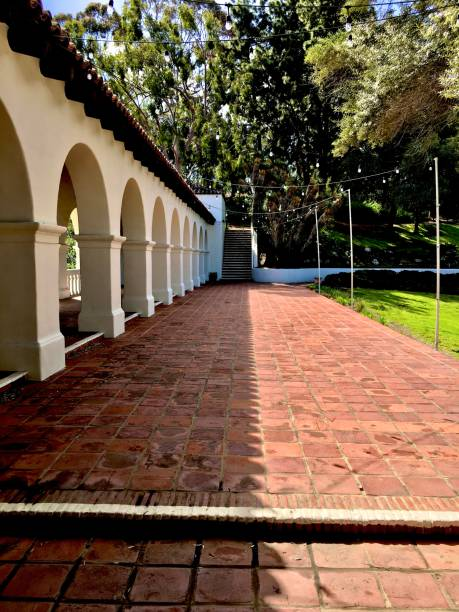 arched walkway and a courtyard on a walk - san diego, ca samuel howell stock pictures, royalty-free photos & images