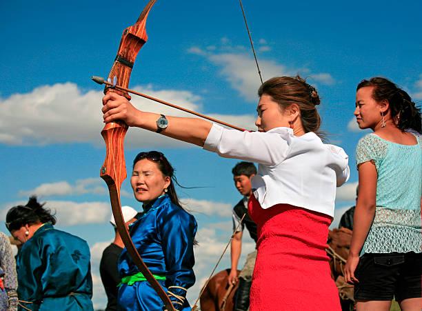 Bogenschießen in Naadam-Wettbewerb im Karakorum, O – vorkhangai Provinz, Mongolei. – Foto