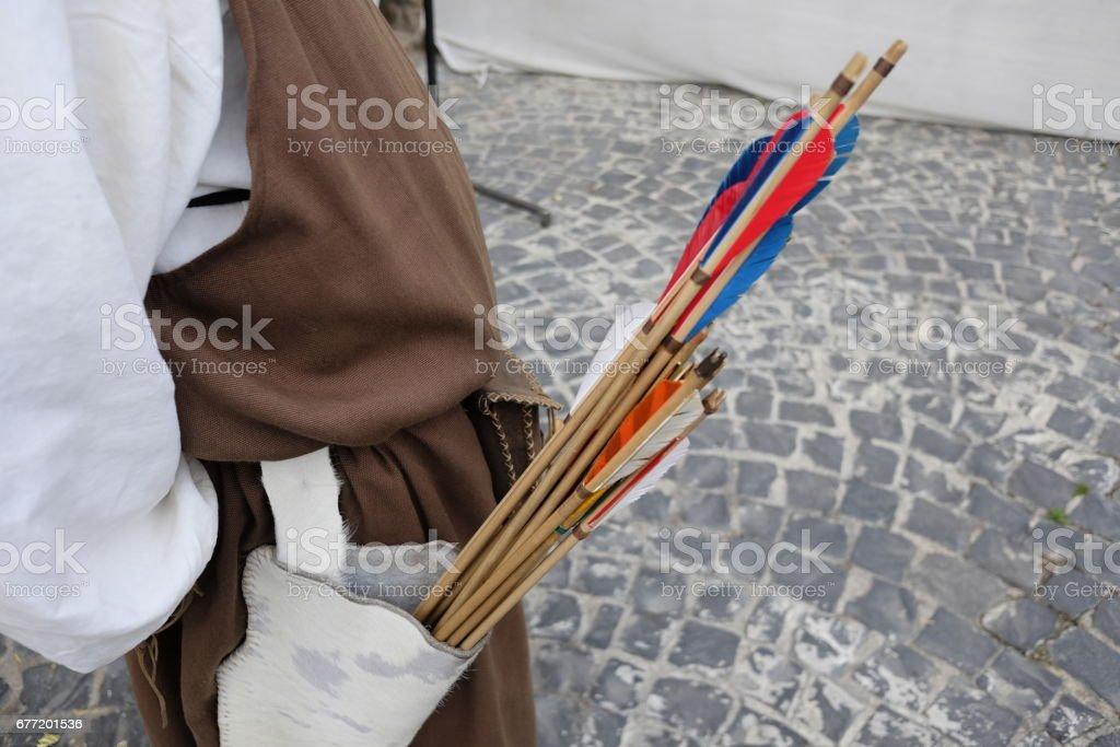 Tiro con arco medieval - foto de stock