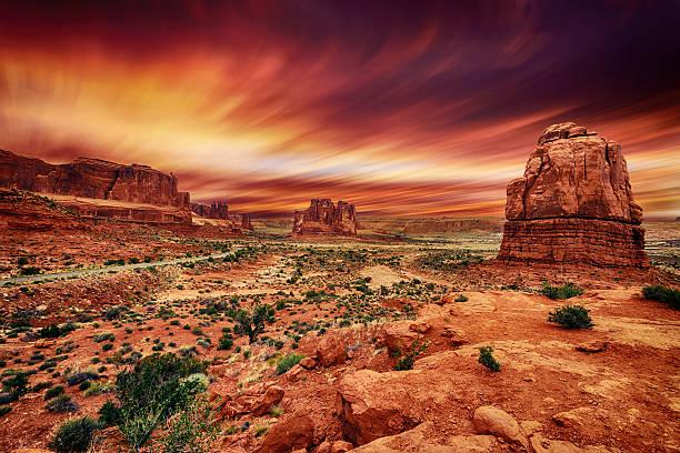 arches national park at sunset - moab utah stockfoto's en -beelden