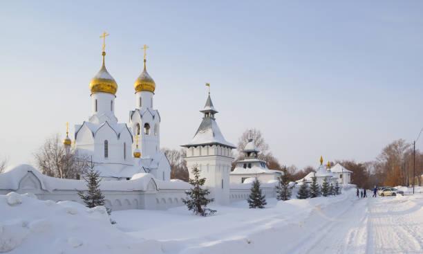 archistrategos mikhail kerk in novosibirsk. rusland - siberië stockfoto's en -beelden