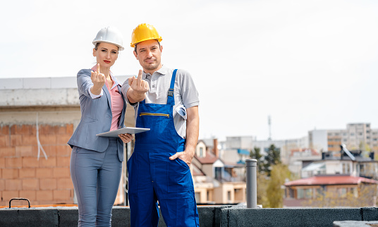 istock Architect and Construction worker on site giving the finger 1058801106