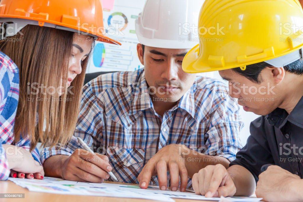 Architekt Ingenieur treffen Menschen Brainstorming Konzept, Ingenieur für architektonische Projekt treffen. in Zusammenarbeit mit Partner und engineering-Tools am Arbeitsplatz. – Foto