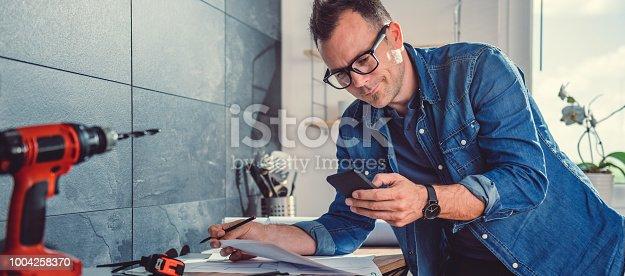 istock Architect using smart phone 1004258370