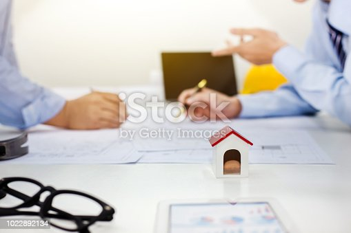 istock Architects and businessman analyze and plan projects together at the meeting. 1022892134
