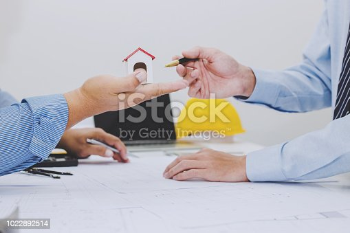 istock Architects and businessman analyze and plan projects together at the meeting. 1022892514