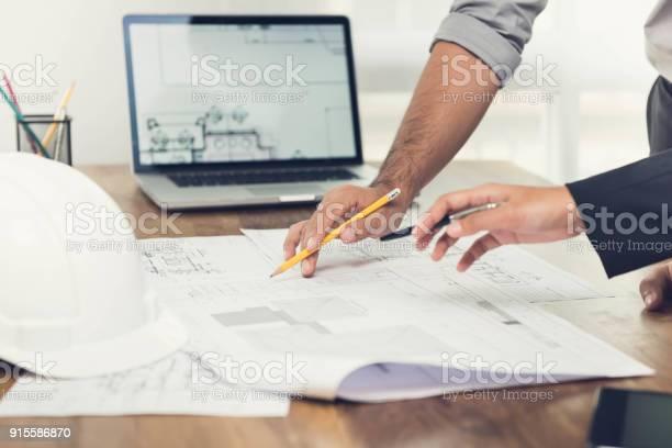 Gespräch Über Ein Projekt Im Büro Architekten Stockfoto und mehr Bilder von Ankunft