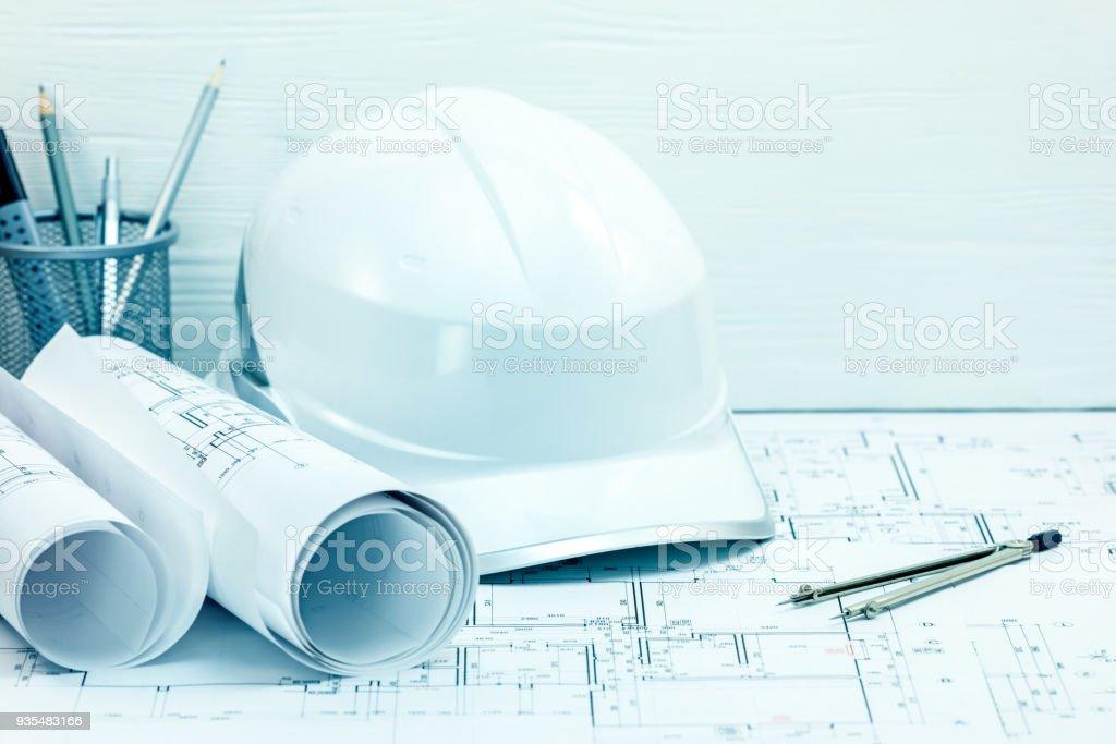 Architekten Zeichnen Werkzeuge Und Gerate Helm Rollt Blaupause Auf