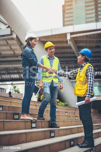 912867216istockphoto Architects, engineers and the team have agreed to work together hand in hand together to create jobs. 1011304260
