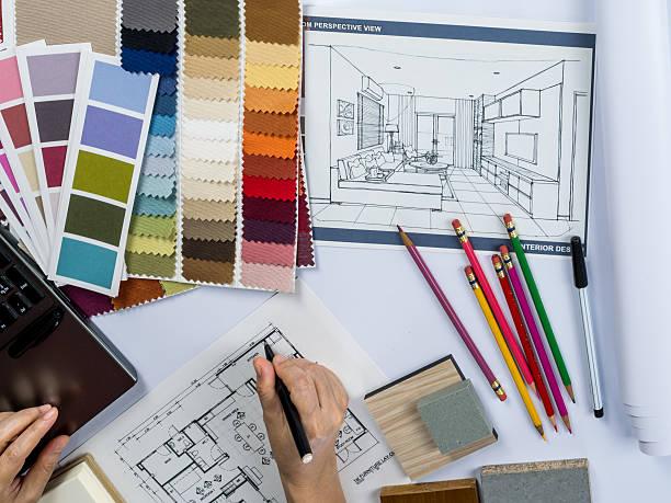 Architekci/Projektant wnętrz ręce Rysunek domu na kreatywne Biuro – zdjęcie