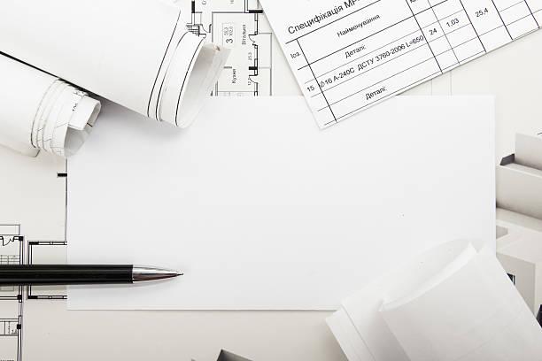 Architectural blueprint programas y rollos sobre fondo blanco. - foto de stock