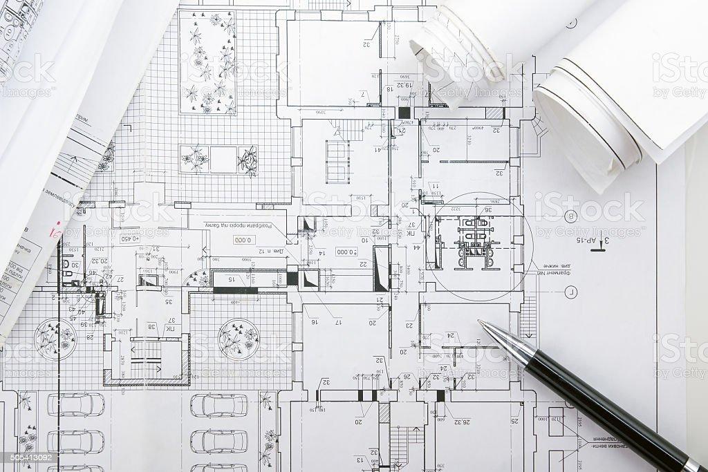 Architectural blueprint programas y rollos con lupa fotografa de architectural blueprint programas y rollos con lupa foto de stock libre de derechos malvernweather Choice Image