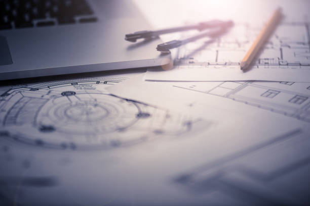 planos arquitectónicos en el escritorio del arquitecto - cianotipo plano fotografías e imágenes de stock