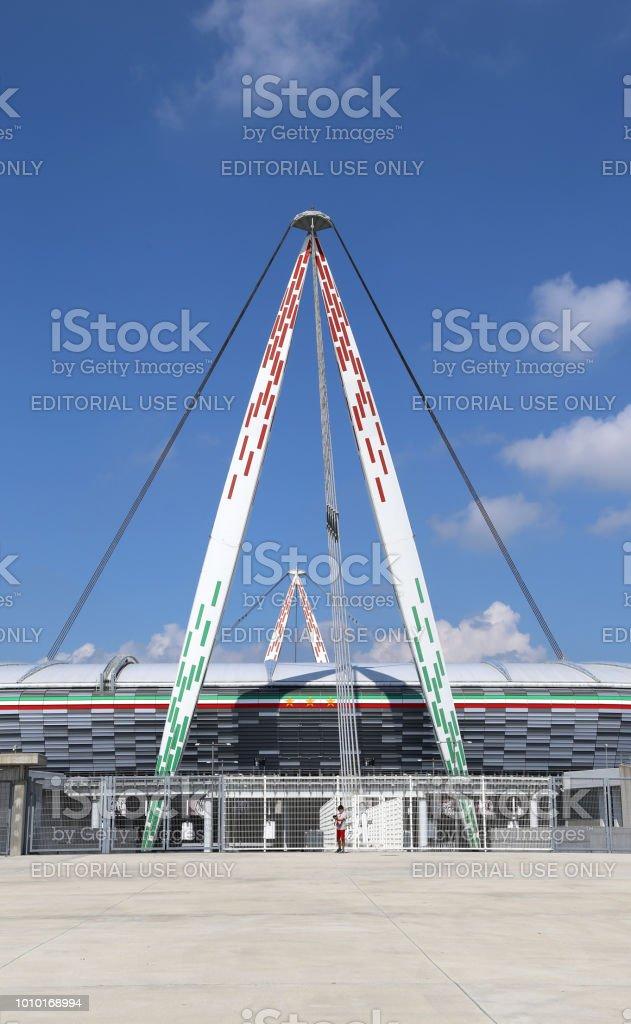 建築細節與義大利國旗的顏色的氣勢尤文圖斯體育場圖像檔