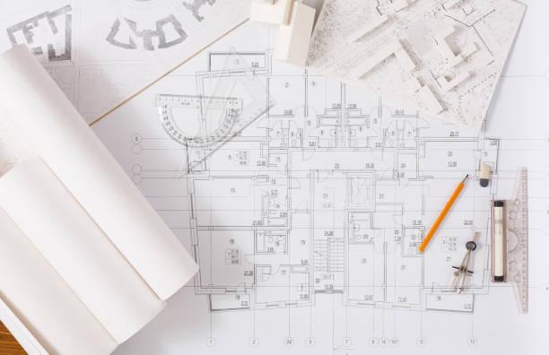 architekturprojekt, engineering-tools auf tisch. - architekturberuf stock-fotos und bilder