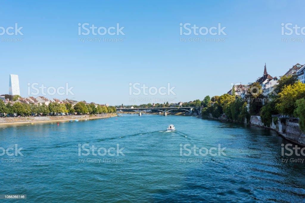 Architektur entlang der Rhein in Basel, Schweiz – Foto