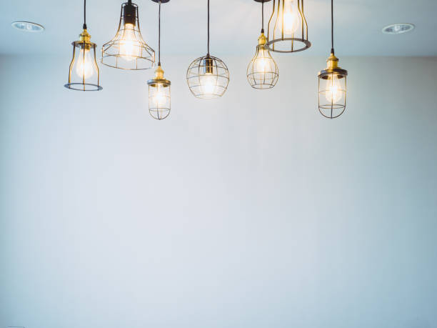 天井または壁隔離された白い部屋の背景を持つタングステン ランプの建築と装飾アイテム - 電気 ストックフォトと画像