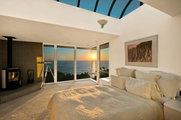 Architektur: Schlafzimmer bei Sonnenuntergang am Meer in Kalifornien – Foto