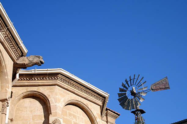 Architektur detail mit Windmühle – Foto