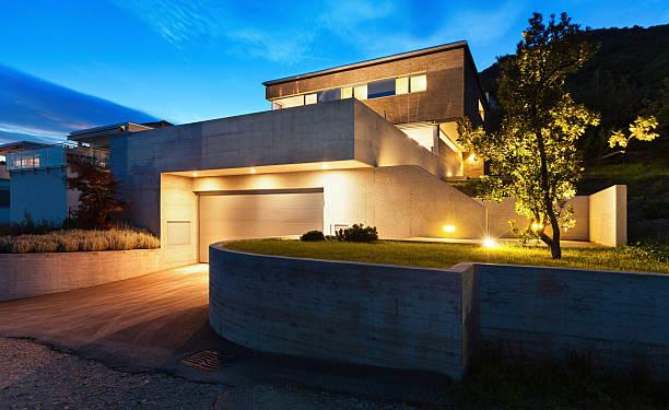 design moderno casa architettura - illuminato foto e immagini stock