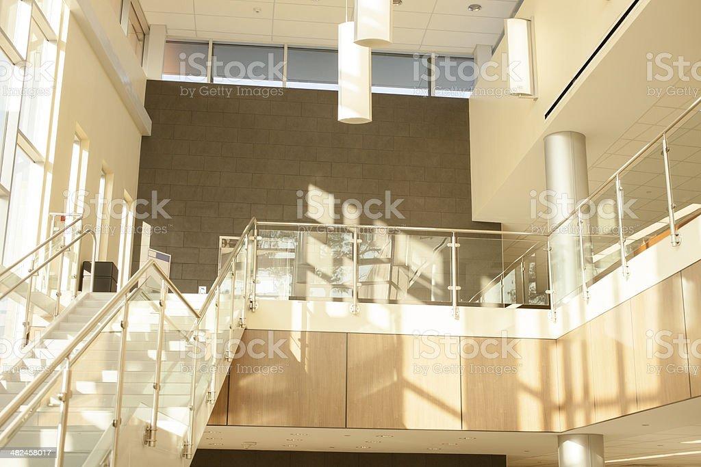 Architektur moderne glas stahl lobby die treppe büro oder