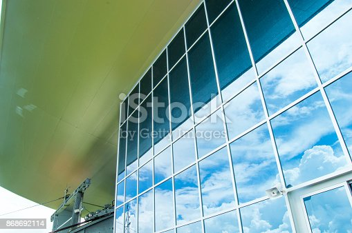 533437662 istock photo Architecture window modern the left side sky reflection 868692114
